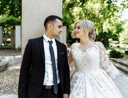 Social Media and Weddings: How To Navigate 4 Tricky Etiquette Situations for Couples