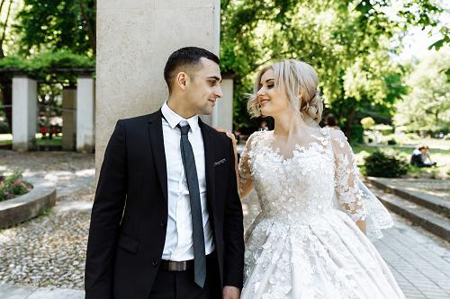 Social Media and Weddings